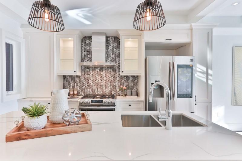 Piccoli trucchi per far sembrare più grande una cucina piccola!